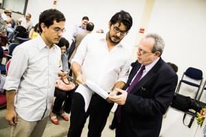Mario e Lino Bocchini conversam com o relator da ONU, Frank La Rue, sobre o caso Folha X Falha