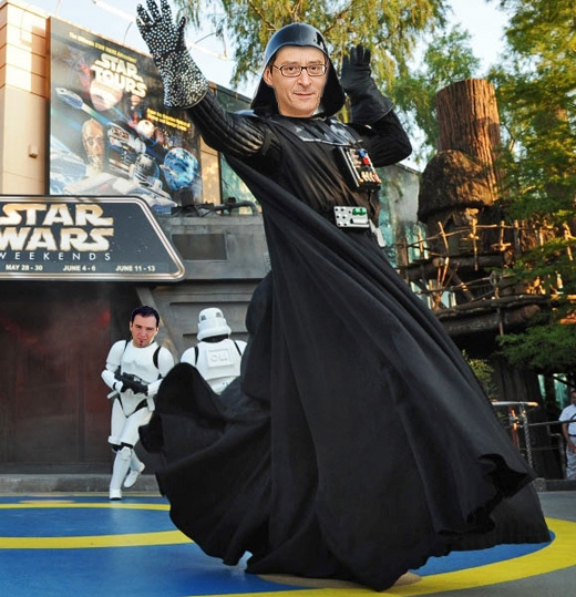 """Um dos personagens da página censurada era """"Otavinho Vader"""", uma mistura de Otávio Frias Filho (proprietário da Folha) e Darth Vader. Ao fundo, um de seus guarda-costas, Serginho """"Freedom of Speech"""" Dávila"""